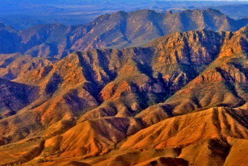 Flinders Ranges by Les Wiles