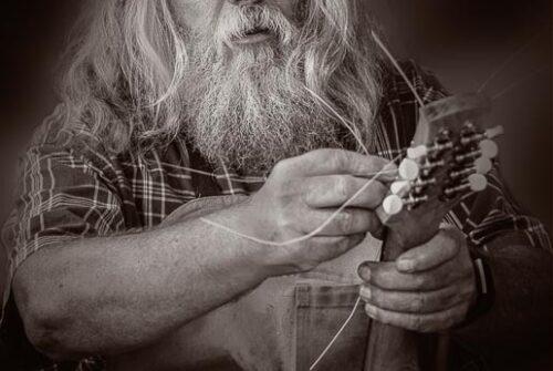 'Focused On Stringing' by Elaine van Dyk – Winning Digital Monochrome